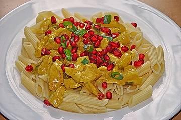 Currypasta mit Huhn und Granatapfel