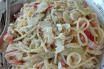 Spaghetti in Feta-Tomate-Gurken-Sauce 1