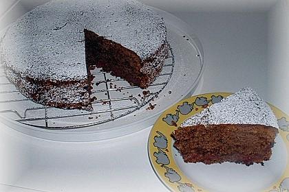 Rotweinkuchen mit Gewürzen und Kirschen 3
