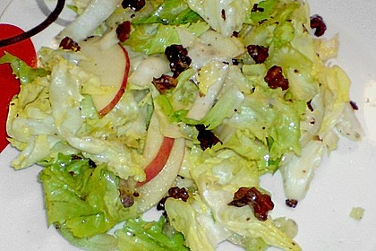 Endivien - Chicoree - Salat mit Apfel und Nüssen