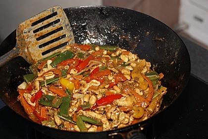 Schnelles Thai-Curry mit Huhn, Paprika und feiner Erdnussnote 58