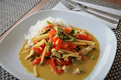 Schnelles Thai-Curry mit Huhn, Paprika und feiner Erdnussnote 8