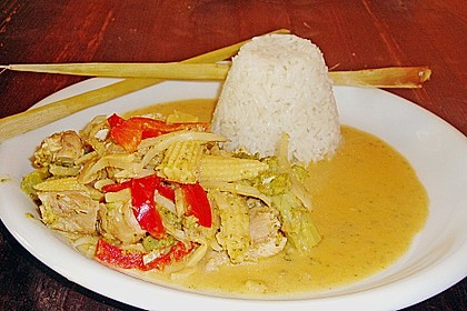 Schnelles Thai-Curry mit Huhn, Paprika und feiner Erdnussnote 85