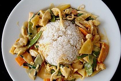 Schnelles Thai-Curry mit Huhn, Paprika und feiner Erdnussnote 13