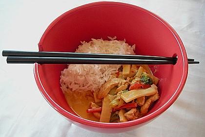 Schnelles Thai-Curry mit Huhn, Paprika und feiner Erdnussnote 10