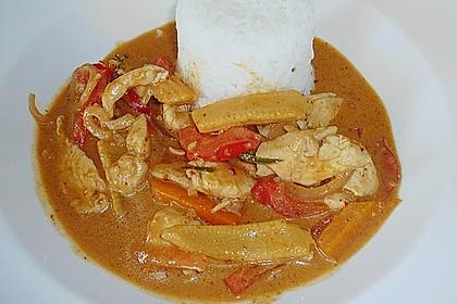 Schnelles Thai-Curry mit Huhn, Paprika und feiner Erdnussnote 71