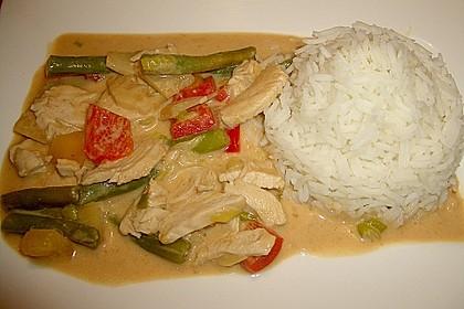 Schnelles Thai-Curry mit Huhn, Paprika und feiner Erdnussnote 38