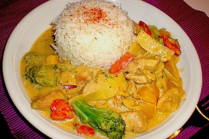 Schnelles Thai-Curry mit Huhn, Paprika und feiner Erdnussnote 35