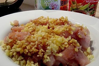 Schnelles Thai-Curry mit Huhn, Paprika und feiner Erdnussnote 146