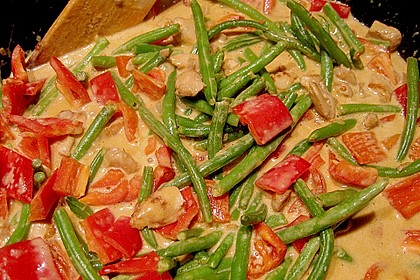 Schnelles Thai-Curry mit Huhn, Paprika und feiner Erdnussnote 65