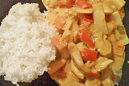 Schnelles Thai-Curry mit Huhn, Paprika und feiner Erdnussnote 134