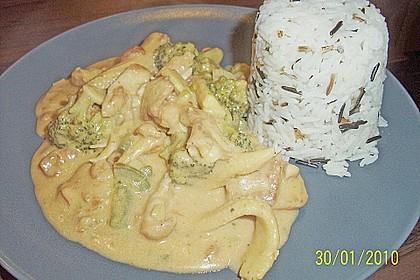 Schnelles Thai-Curry mit Huhn, Paprika und feiner Erdnussnote 155