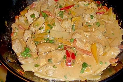 Schnelles Thai-Curry mit Huhn, Paprika und feiner Erdnussnote 115