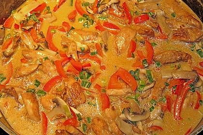 Schnelles Thai-Curry mit Huhn, Paprika und feiner Erdnussnote 93