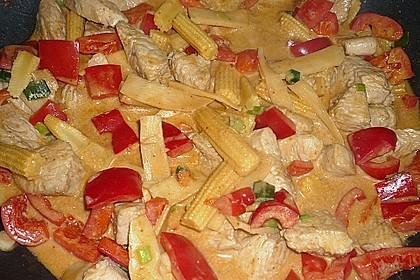 Schnelles Thai-Curry mit Huhn, Paprika und feiner Erdnussnote 99