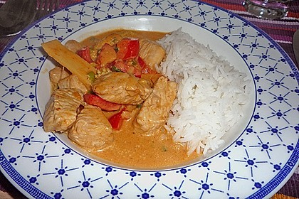 Schnelles Thai-Curry mit Huhn, Paprika und feiner Erdnussnote 81
