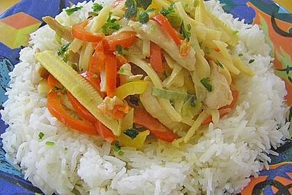 Schnelles Thai-Curry mit Huhn, Paprika und feiner Erdnussnote 84