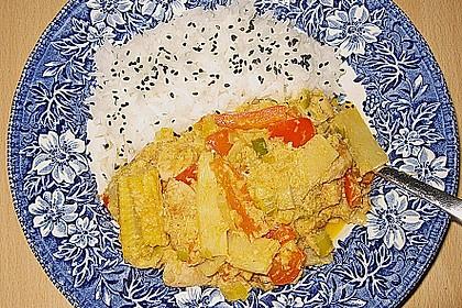 Schnelles Thai-Curry mit Huhn, Paprika und feiner Erdnussnote 150