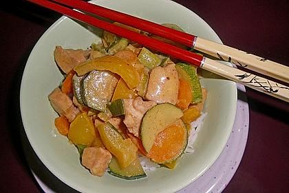 Schnelles Thai-Curry mit Huhn, Paprika und feiner Erdnussnote 45