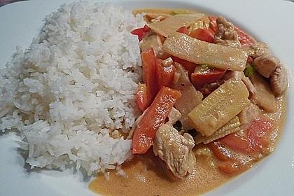 Schnelles Thai-Curry mit Huhn, Paprika und feiner Erdnussnote 83