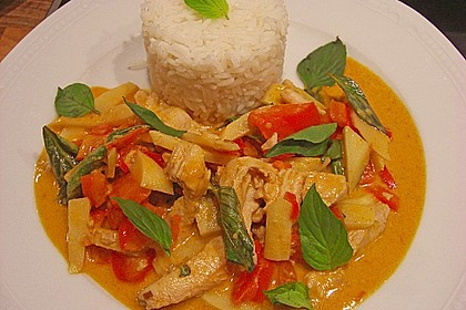 Schnelles Thai-Curry mit Huhn, Paprika und feiner Erdnussnote 2