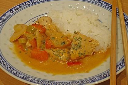 Schnelles Thai-Curry mit Huhn, Paprika und feiner Erdnussnote 97