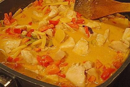 Schnelles Thai-Curry mit Huhn, Paprika und feiner Erdnussnote 113