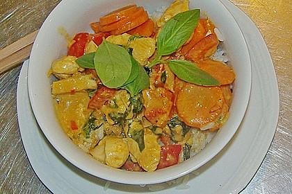 Schnelles Thai-Curry mit Huhn, Paprika und feiner Erdnussnote 94