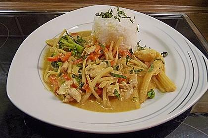 Schnelles Thai-Curry mit Huhn, Paprika und feiner Erdnussnote 7