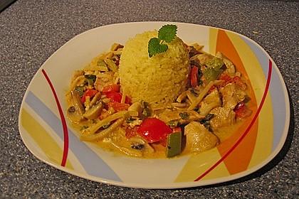Schnelles Thai-Curry mit Huhn, Paprika und feiner Erdnussnote 101