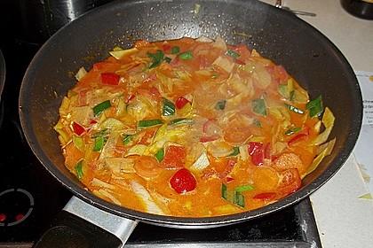 Schnelles Thai-Curry mit Huhn, Paprika und feiner Erdnussnote 90