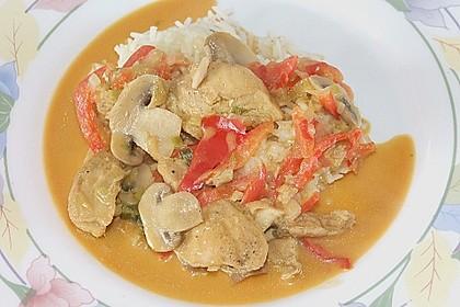 Schnelles Thai-Curry mit Huhn, Paprika und feiner Erdnussnote 131