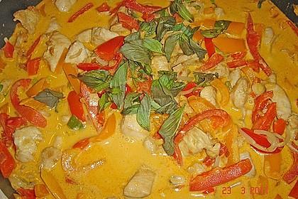 Schnelles Thai-Curry mit Huhn, Paprika und feiner Erdnussnote 127