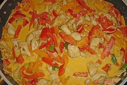 Schnelles Thai-Curry mit Huhn, Paprika und feiner Erdnussnote 105