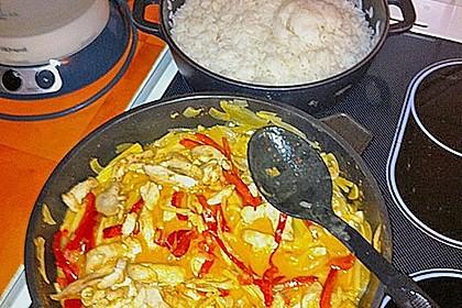 Schnelles Thai-Curry mit Huhn, Paprika und feiner Erdnussnote 165
