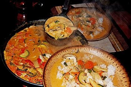 Schnelles Thai-Curry mit Huhn, Paprika und feiner Erdnussnote 78