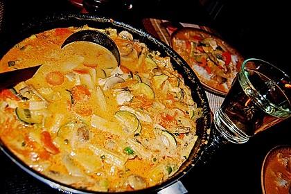 Schnelles Thai-Curry mit Huhn, Paprika und feiner Erdnussnote 67