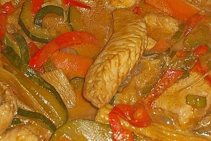 Schnelles Thai-Curry mit Huhn, Paprika und feiner Erdnussnote 95