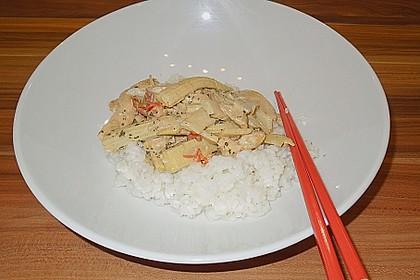Schnelles Thai-Curry mit Huhn, Paprika und feiner Erdnussnote 163