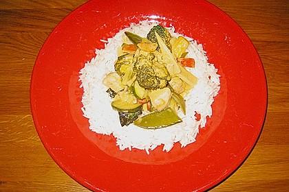 Schnelles Thai-Curry mit Huhn, Paprika und feiner Erdnussnote 153