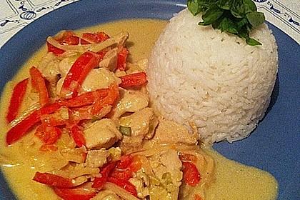 Schnelles Thai-Curry mit Huhn, Paprika und feiner Erdnussnote 56