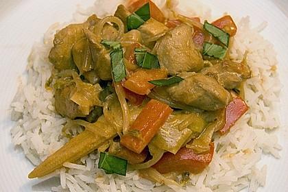 Schnelles Thai-Curry mit Huhn, Paprika und feiner Erdnussnote 52