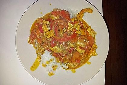 Schnelles Thai-Curry mit Huhn, Paprika und feiner Erdnussnote 157