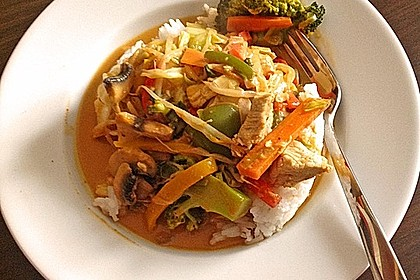 Schnelles Thai-Curry mit Huhn, Paprika und feiner Erdnussnote 28