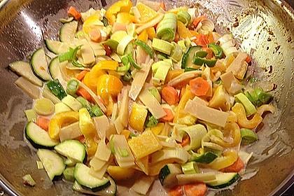 Schnelles Thai-Curry mit Huhn, Paprika und feiner Erdnussnote 126
