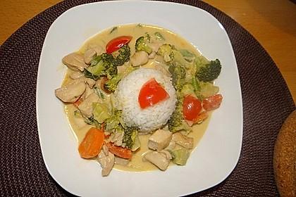 Schnelles Thai-Curry mit Huhn, Paprika und feiner Erdnussnote 30