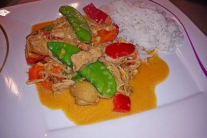 Schnelles Thai-Curry mit Huhn, Paprika und feiner Erdnussnote 32