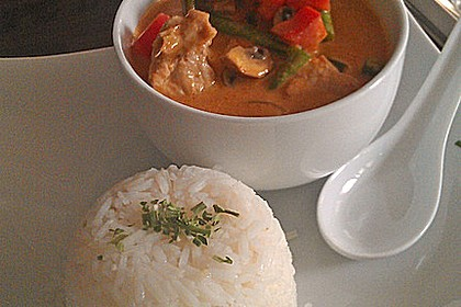 Schnelles Thai-Curry mit Huhn, Paprika und feiner Erdnussnote 5