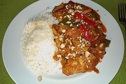 Schnelles Thai-Curry mit Huhn, Paprika und feiner Erdnussnote 92