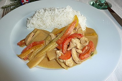 Schnelles Thai-Curry mit Huhn, Paprika und feiner Erdnussnote 49